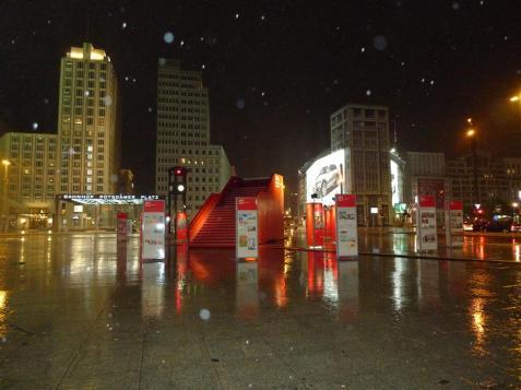 Cayó la de San Quintín (Potsdamer Platz)